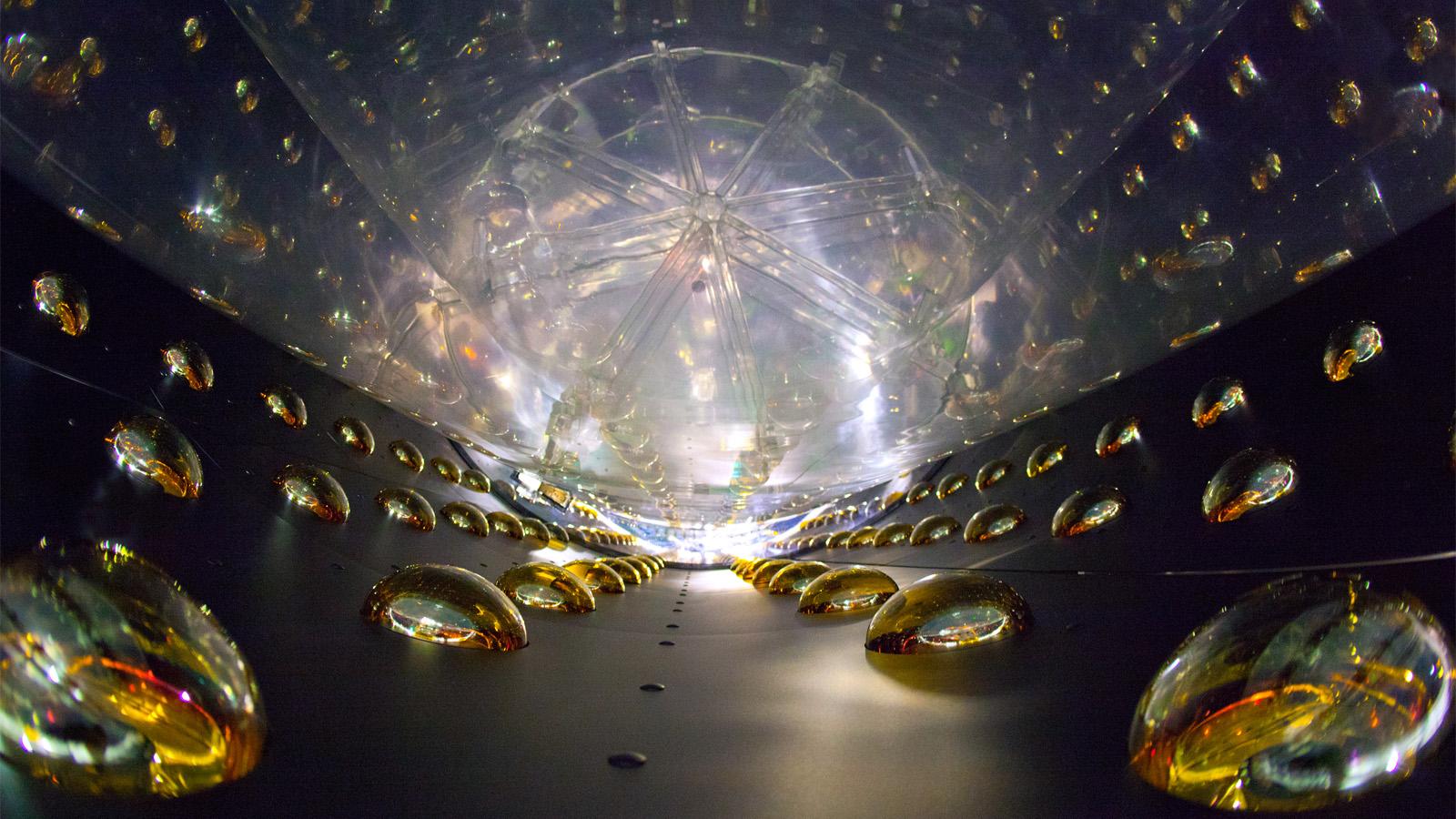 Resultado de imagen de Detectando neutrinos bajo la Tierra